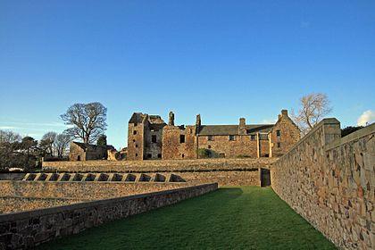 420px-Aberdour_Castle_from_dovecote
